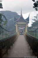 Jembatan penghubung kebun binatang dan benteng Fort de Kock
